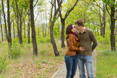 Romantic couple enjoy a tender kiss Royalty Free Stock Images