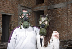 Romantic couple with gas masks Royalty Free Stock Photography