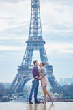 Romantic couple near the Eiffel tower in Paris, France Stock Photography