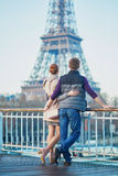 Romantic couple near the Eiffel tower in Paris, France Royalty Free Stock Photos