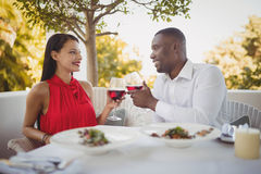 Romantic couple toasting their wine glasses Royalty Free Stock Photography