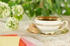 Romantic cup of tea, color blank notes and flowers Royalty Free Stock Photography