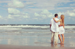 Romantic Man and Woman Couple Embracing On A Beach Royalty Free Stock Photos