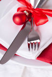 Romantic red Christmas table setting Royalty Free Stock Photos
