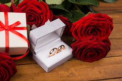 Romantic red roses with golden rings Royalty Free Stock Photography