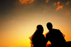 Romantic silhouette of wedding couple at sunset Royalty Free Stock Photos