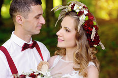 Romantic wedding couple looking at each other Royalty Free Stock Photos