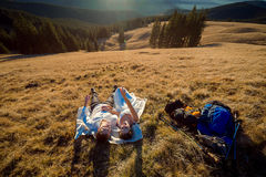 Romantic wedding couple lying on the grass in mountains Royalty Free Stock Photos