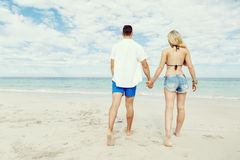 Romantic young couple on the beach Royalty Free Stock Photography