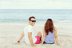 Romantic young couple sitting on the beach Royalty Free Stock Photos