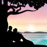 Romantico sotto l'albero, illustrazioni di vettore Immagini Stock Libere da Diritti