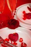 Romantiker bordlägger inställningen Arkivbild