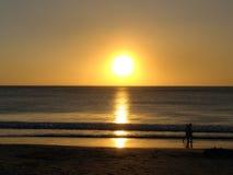 Romantiker går, Guanacaste, Costa Rica Royaltyfri Bild