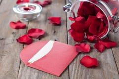 Romantiker märker med petals Royaltyfria Bilder