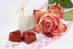 Romantiker ställer in Royaltyfria Foton