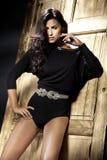 Romantiker utformar fotoet av den härliga brunettladyen Royaltyfri Fotografi