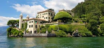 Romantiker Villa del Balbianello, Lago di Como, Lombardia, Italien royaltyfria foton