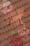 Romantisch concept met muziek, viool en rozen stock afbeelding