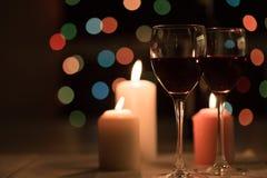 Romantisch diner met wijn en kaarsen royalty-vrije stock foto