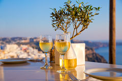 Romantisch diner voor twee bij zonsondergang Stock Foto's