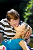Romantisch kus gelukkig paar Royalty-vrije Stock Foto