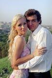 Romantisch paar bij zonsondergang royalty-vrije stock foto