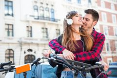 Romantisch paar in de straat Royalty-vrije Stock Foto's