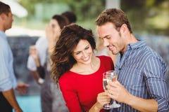 Romantisch paar die dranken hebben royalty-vrije stock foto