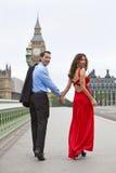 Romantisch Paar door de Big Ben, Londen, Engeland Royalty-vrije Stock Foto