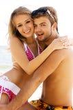 Romantisch paar op de kust stock afbeeldingen