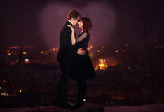 Romantisch Paar op de Scène van de Nacht van de Stad Royalty-vrije Stock Fotografie