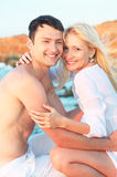Romantisch paar op het strand Royalty-vrije Stock Afbeelding