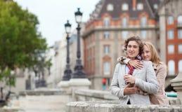 Romantisch paar in Parijs Stock Foto