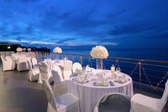 Romantische Abendesseneinrichtung Stockbild