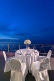 Romantische Abendesseneinrichtung lizenzfreies stockfoto