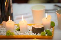 Romantische Atmosphäre mit Kerze Lizenzfreies Stockfoto