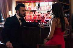 Romantische avond in de bar royalty-vrije stock afbeelding