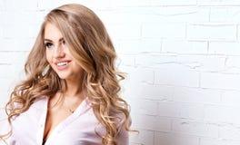Romantische blonde Dame Lizenzfreie Stockfotos