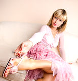 Romantische blonde entspannende Frau Stockbilder