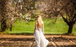 Romantische blonde Frau lizenzfreie stockfotos