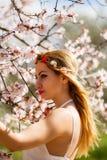Romantische blonde Frau stockfoto