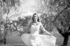 Romantische blonde Frau lizenzfreies stockfoto
