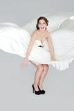 Romantische blonde Schönheit tragende weiße dres Lizenzfreie Stockfotografie