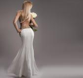 Romantische Braut im Hochzeitskleid Stockbild