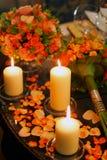 Romantische candes auf Tabelle lizenzfreies stockfoto
