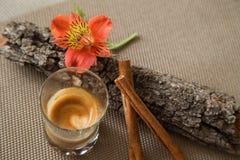 Romantische Couchtischdekoration Stockbild