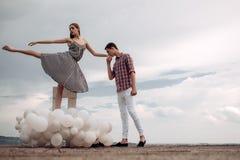Romantische datum Balletpaar in liefderelaties Paar in liefde Balletdansers die in liefde vallen Romantische relaties stock afbeelding