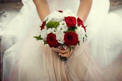 Romantische Dekoration der Eleganz auf einem rosafarbenen Hintergrund Lizenzfreie Stockfotografie