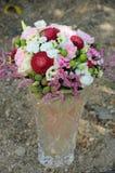 Romantische Dekoration der Eleganz auf einem rosafarbenen Hintergrund stockfotografie
