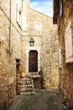 Romantische dorpsstraat royalty-vrije stock fotografie